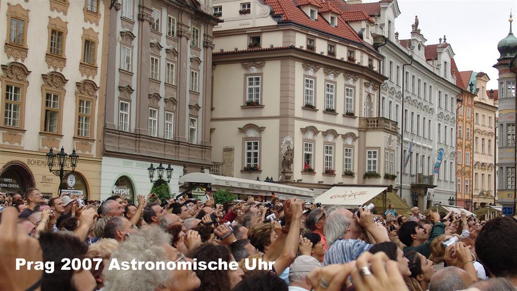 DSC02240 Prag 2007 Astronomische Uhr 16 x 9 (Large)